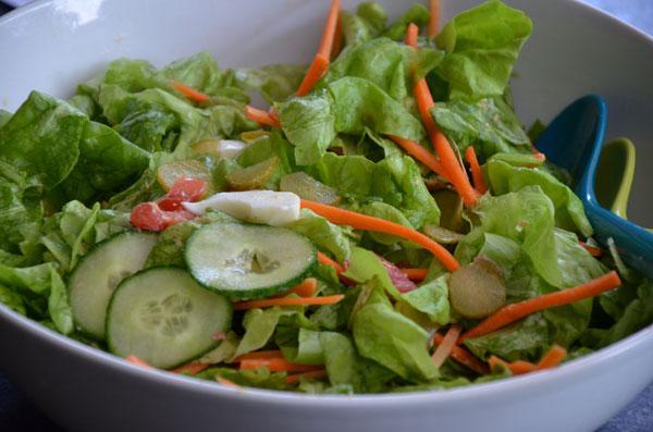 Salade met een dressing