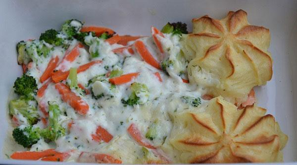 Zalm met groenten en kruidensaus
