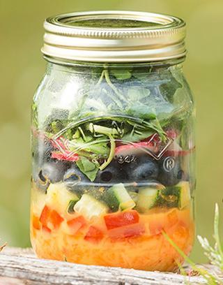Mango salade; salad in a jar