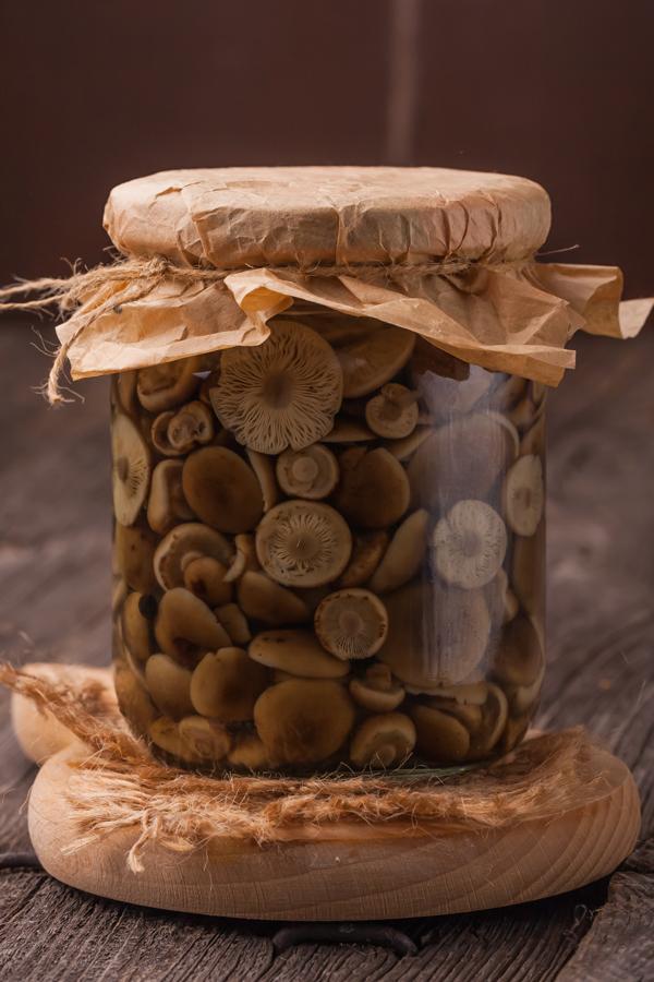 Inleggen bospaddestoelen of champignons