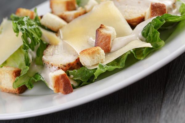 Dressing voor Caesarsalade maken
