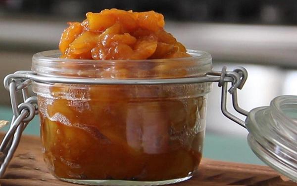 Chutney van Mango met rode peper